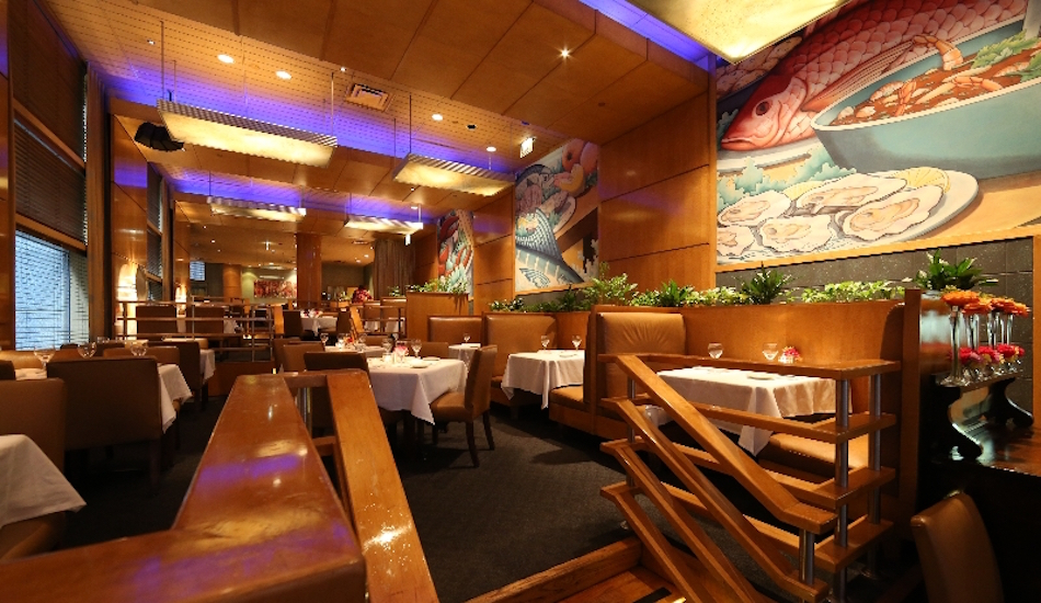 About catch 35 seafood restaurant for Fish restaurant chicago