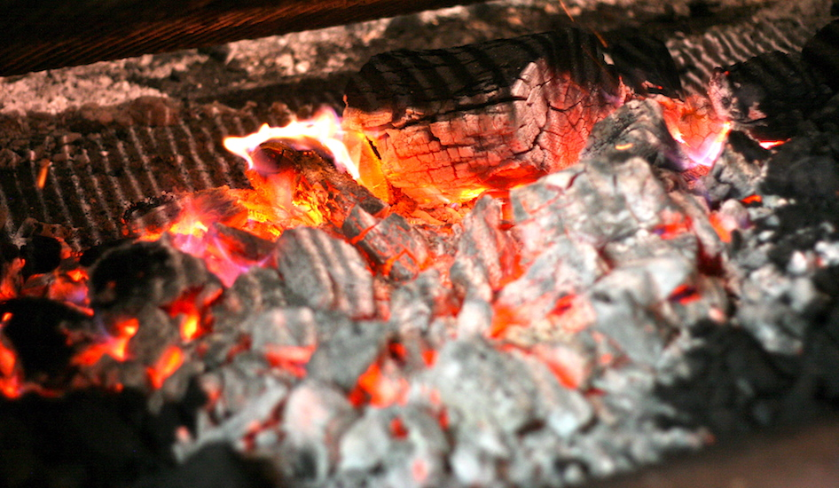 feature-pic-charcoal-fire